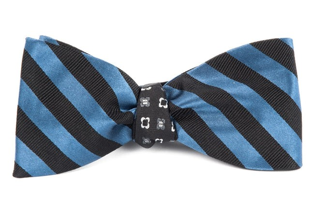 Twill Bloom Whale Blue Bow Tie
