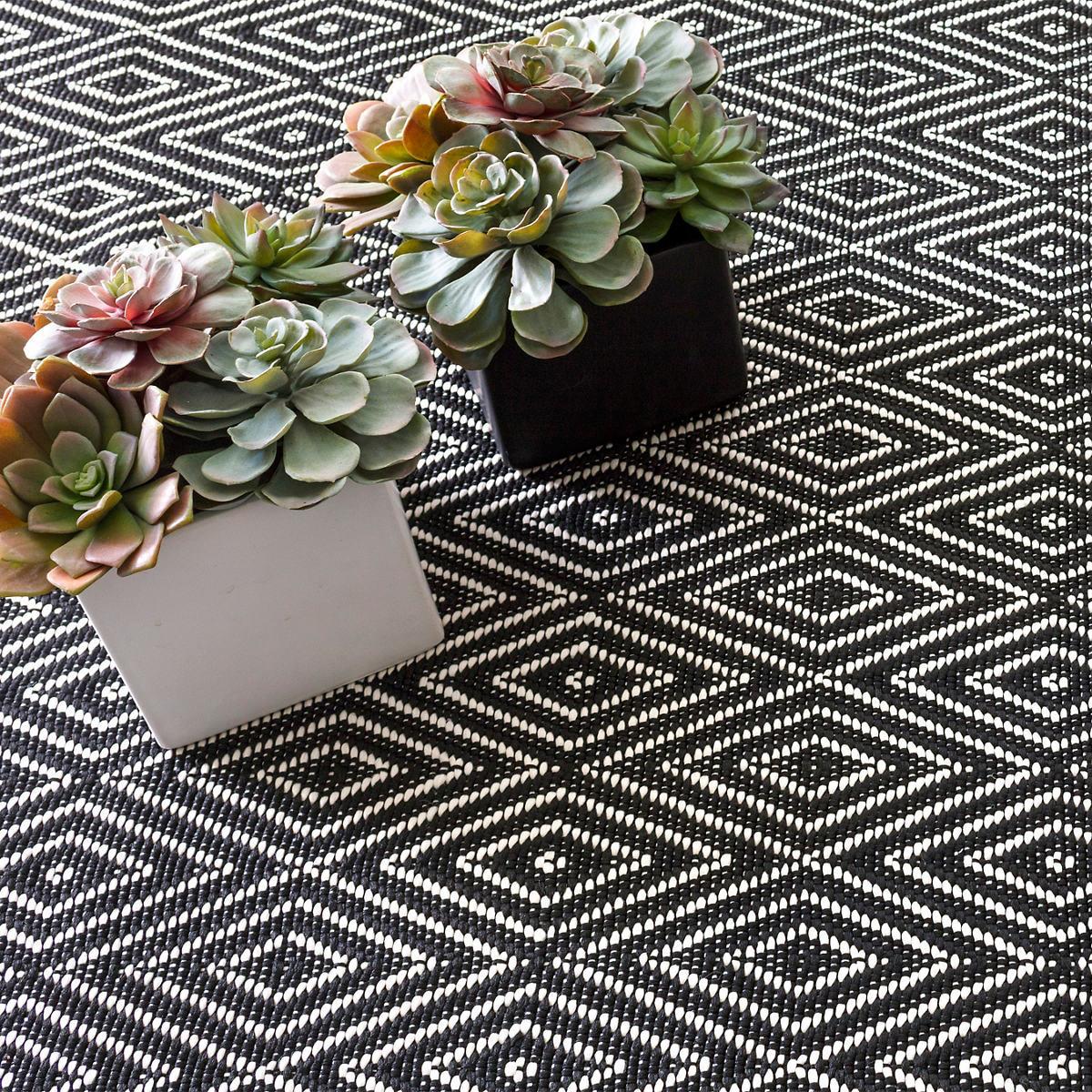 Diamond Black Ivory Indoor Outdoor Rug